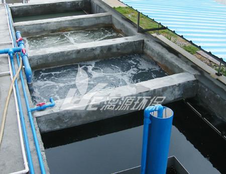 在工业污水处理工程中漓源环保所使用的污水处理工艺都是某种污水处理工艺方法的组合。比如一些高浓度工业污水处理,就可能需要经过几级的处理方法才能降低污水的各项指标,并且根据污水的水质,进行分析和比较,最后决定所采用的污水处理流程。一般污水处理流程原则上来说的话,就是要回收利用,技术先进和经济合理等等。